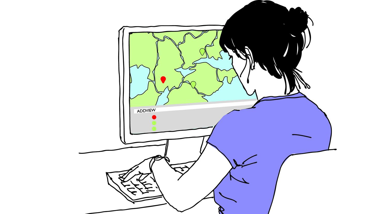 Kvinna framför en datorskärm med karta- färgglad forlangd mindre